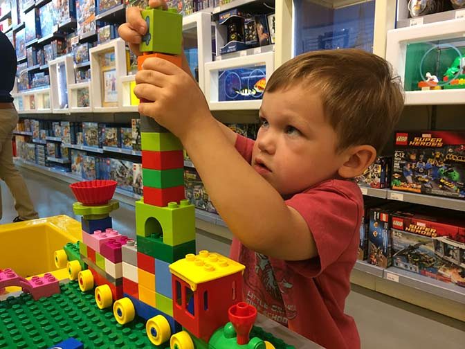 LEGOS_store_tower